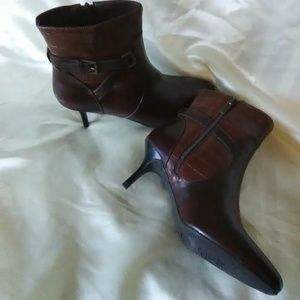 NWOB New Without Box Chaps heeled boots